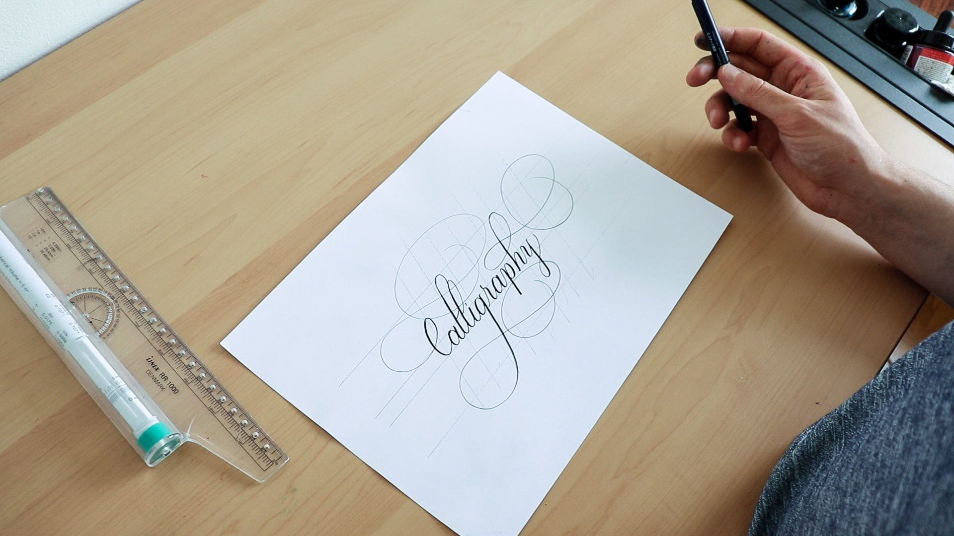 Calligraphy flourishing with high descenders and ascenders.